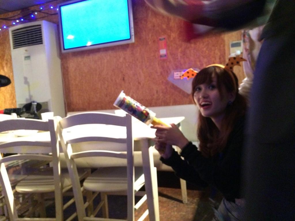 ハロウィンパーティーでジョイフルクラッカー!(火薬を使用していないので火気厳禁のお店でも安心)