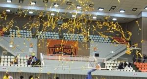 プロバスケの試合でもジョイフルクラッカー!勝利もあって会場は大興奮|愛媛オレンジバイキングス様