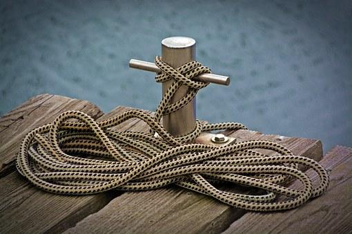 新造船した船の進水式をキャノン砲でド派手に演出!